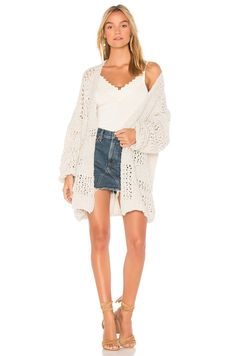 Shop for Free People Saturday Morning Cardigan in Ivory at REVOLVE. Free day shipping and returns, 30 day price match guarantee. Chic Winter Outfits, Chic Outfits, Photographer Outfit, Free People Cardigan, Free People Tops, Saturday Morning, Cold Shoulder Dress, Dress Up, Sweaters