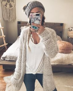 Cozy fall sweater fashion outfit