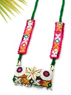 Boho Kutchy Art Necklacn e Textile Jewelry, Fabric Jewelry, Metal Jewelry, Embroidery Bags, Hand Embroidery Designs, Fabric Necklace, Diy Necklace, Jewelry Crafts, Jewelry Art