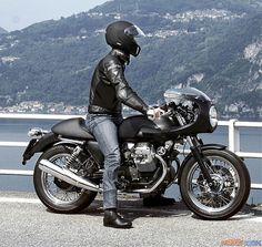 Moto Guzzi V7 Cafe Racer #MotoGuzzi #CafeRacer #TonUp