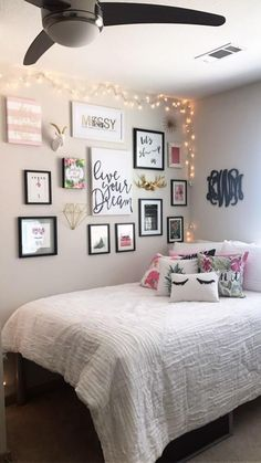 Warm teen girl bedrooms design for a cozy teen girl room decor, image suggestion 1516624817 Cute Bedroom Ideas, Cute Room Decor, Girl Bedroom Designs, Teen Room Decor, Simple Room Decoration, Paris Room Decor, Bedroom Design On A Budget, Tumblr Room Decor, Budget Bedroom