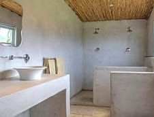 Oewerzicht Farm Cottages has a wonderful concrete bathroom.