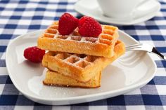 Belgische Waffeln – so geht das Grundrezept Belgian waffles are a real treat – especially when they are still warm. With our simple basic recipe, you will also succeed in the Belgian specialty. Waffle Recipes, Gf Recipes, Dairy Free Recipes, Skinny Recipes, Gluten Free Breakfasts, Gluten Free Desserts, Gluten Free Cooking, Vegan Gluten Free, Ultimate Waffle Recipe