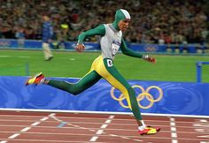 50 stunning Olympic moments: Cathy Freeman's gold – in pictures We look back at the moment Cathy Freeman united Australians in joy at the 2000 Olympics in Sydney 2000 Olympics, Summer Olympics, Australian Open Tennis, Australian Icons, Olympic Flame, Commonwealth Games, Olympic Athletes, Sport Man, Track And Field