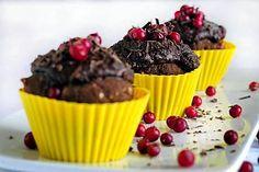 Puolukka-suklaaleivokset Muffin, Tasty, Breakfast, Desserts, Food, Morning Coffee, Tailgate Desserts, Deserts, Essen