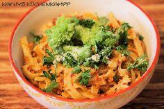 Pasta mit rotem Pesto und Romanesco