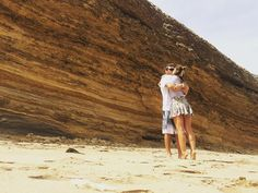 Bells Beach e nós  Aqui rola o campeonato de surf da Rip Curl o primeiro do mundo e as ondas chegam a  vamos?  #surf #ripcurl #DeCarroPelaAustrália #day12 #viajandonomundoenamoda #love #loveit #greatoveanroad #bellsbeach #beach by viajandonomundoenamoda http://ift.tt/1KnoFsa