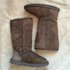 Brown Uggs WORN CONDITION‼️ Outside exterior has little to no staining. still nice and soft. One of the heels is more worn down than the other. Wrinkles are shown in photo from wear. Mostly wrinkled in ankle area. Brown Uggs, Ugg Shoes, Fashion Tips, Fashion Design, Fashion Trends, Winter Rain, Designer Handbags, Riding Boots, Exterior