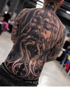Incredible between two worlds back tattoo. femal praying, in baroc ambient, dark art, blackart, done by moraistattoo Hot Guys Tattoos, Back Tattoos For Guys, Full Back Tattoos, Full Body Tattoo, Tattoo Henna, Dark Tattoo, Tiger Tattoo, Chicano Tattoos Sleeve, Skull Tattoos
