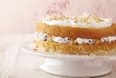 Layer this coconut tres leches cake with fresh pineapple and ripe blueberries! This Layered Coconut Tres Leches Cake is as moist as you'd expect it to be. Kraft Recipes, Dessert Recipes, Rhubarb Dump Cakes, Cream Of Broccoli Soup, Chicken Broccoli, Lamb Cake, White Chocolate Strawberries, Bakers Chocolate, Tres Leches Cake