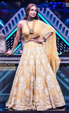 Designer Party Wear Dresses, Indian Designer Outfits, Indian Outfits, Choli Designs, Saree Blouse Designs, Saree Dress, Sari, Indian Fashion Modern, Indian Dress Up