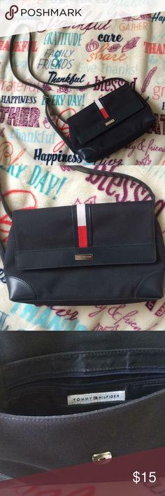 Tommy Hilfiger Handbag Small handbag good condition gently worn Tommy Hilfiger Bags Shoulder Bags