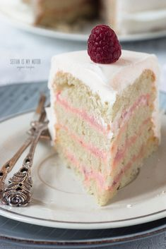 Make this elegant cake to impress! Homemade fondant recipe and step-by-step guide on how to decorate with fondant included. #vegan #backen #recipes #dessertsfromscratch #cake #baking #fondant #anleitung Fondant Ruffles, Ruffle Cake, Fondant Cakes, Vegan Sweets, Vegan Desserts, Vegan Recipes, Vegan Food, Seitan, Easy Vegan Cake Recipe