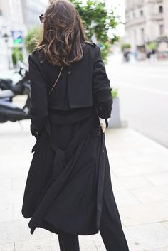 great black trench. Spain. #FashionThroughMyEyes