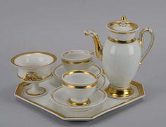 Kaffeekanne, KPM, Zeptermarke, 19. Jahrhundert; dazu Zucker und 2 Tassen mit Untertassen sowie Table — Porzellan