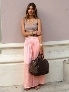 Miss trendy Barcelona: long pink skirt