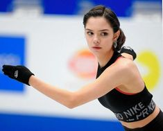メドベージェワ、腹筋のぞかせ公式練習で熱演 滑り込み代表で世界選手権/スポーツ/デイリースポーツ online Ice Skating, Figure Skating, Russian Figure Skater, Alina Zagitova, Team Events, Poses, Female Athletes, Sports Women, Fitness Fashion