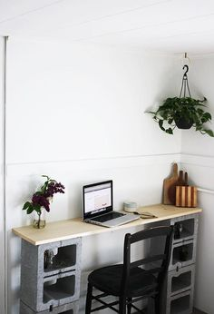 If you are a DIY lover, all the amazing and money-saving projects must be able to draw your keen interests. Based on this reason, we introduced the 'DIY home projects made with concrete cinder blocks' to you. I am not kidding. As we all know that cinder blocks are inexpensive for many home and garden …