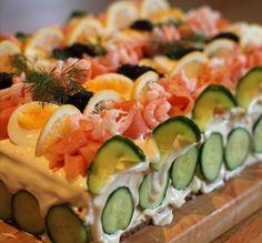 Salad cake or sandwich cake for cake haters - Wanderlust Sandwich Torte, Sandwich Recipes, Salad Recipes, Cake Recipes, Dessert Sushi, Savory Cheesecake, Salad Cake, Yummy Food, Tasty