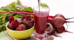 Beets are very nutritious and healthy vegetable but mostly people not eat because of bitter taste. Check out 6 tasty and nutritious beetroot juice recipes. Beets Health Benefits, Beetroot Juice Benefits, Beetroot Juice Recipe, Recipe For Blood, Beetroot Powder, Good Health Tips, Smoothie Recipes, Juice Recipes, Health Products