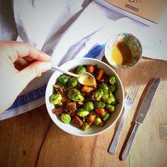 Salada de abóbora, couves-de-bruxelas e lentilhas pretas