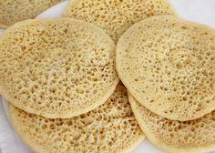 Ingrediënten: 350 gr bloem (2 kommen) 150 gram griesmeel (1 kom) 1.5 zakje bakpoeder 1 zakje instant gist 800 ml …