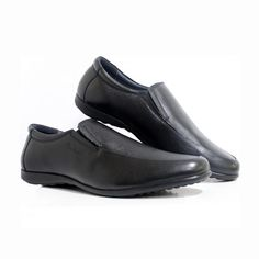 Pierre Cardin presents from its wide range of formal footwear, an easy to wear slip-on shoe. Crafted in natural vegetable tan leather, this style comes with cushioned collars, an elastic go around and a lightweight rubber sole ensuring the perfect fit for your feet. Wear it during your long hours on the road. Our breathable leather lining neutralises moisture and eliminates odour for a forever –fresh feeling. #black #slipon #formalshoe #businesscasual #trendy #fashion #style #mensstyle