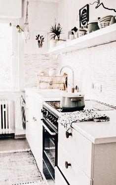 white kitchen | bright kitchen | kitchen ideas |