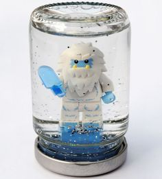A Lego snow globe? OMG yes, if there was ever a simple craft idea that would get Lego enthusiasts sitting quietly at the table making gifts for friends, or little ornaments for their bedroom, well we've found it. Lego For Kids, Diy For Kids, Legos, Jar Crafts, Crafts For Kids, Projects For Kids, Craft Projects, Craft Ideas, Diy Ideas