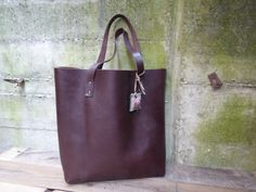 Tote bag Spanish high-quality leather. chocolat brown de LAMILAcanvas2 en Etsy