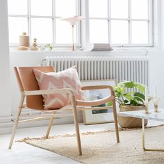 An armchair with high comfort and clear features from Danish furniture design. Manufactured by skilled craftsmen with a body of American oak and a seat of vegetable tanned leather. Outdoor Chairs, Outdoor Furniture, Outdoor Decor, Accent Chairs, Lounge, Wood, Leather, Inspiration, Home Decor