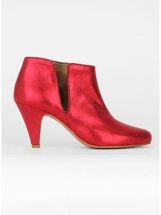 La Fifty-Five est un accessoire qui restera dans l'histoire de la mode. Surtout en rouge, surtout en rouge métallisé.
