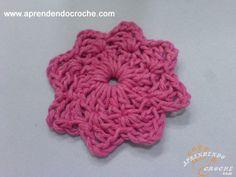 Flor Estrelinha em Crochê para Aplicação - Receita de Croche com o Passo a Passo no Link http://www.aprendendocroche.com/receitas-de-croche/video-aula.asp?resid=930&tree=20