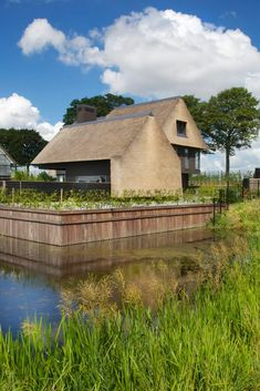 Hier vind je alle foto's met woonideeën. Laat je inspireren! Timber Architecture, Beautiful Architecture, Landscape Architecture, Architecture Design, Contemporary Barn, Modern Barn, House Roof, Facade House, House Extension Design