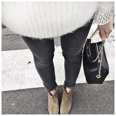 """Bas du jour ⚫️⚪️ • Jean #jbrand (from @jbrandjeans) • Shoes #isabelmarant (from @lagrandeboutiquelgb) ..."""