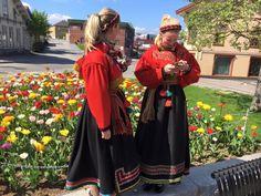 Rødtrøyedrakter sydd av husfliden i Porsgrunn Dresses, Fashion, Vestidos, Moda, Fashion Styles, Dress, Dressers, Fashion Illustrations, Flower Girl Dress