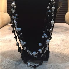 Black and white pearls necklace Beautiful black and white pearl necklace. Great for a night out. Jewelry Necklaces