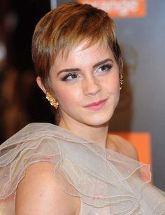 La coupe pixie d'Emma WatsonLa petite Hermione Granger à bien grandi! Magnifique avec ses cheveux courts, l'actrice opte pour un mouvement sage et ultra-travaillé qui met en valeur son regard!