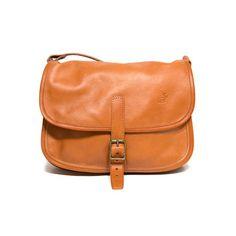 Slängväskan natur mellan Handväska i naturgarvat renskinn med två fack och  en ficka med dragkedja. a84db5bfdee5e