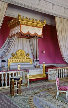 Another view of the Empire Aubusson Rug in the Empress's bedroom. All the colors are cool. Even the gold has a cool cast to it. © EPV.