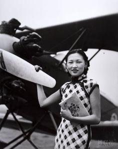 Li XiaQing 李霞卿, first Chinese female pilot