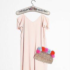 Monday! Yayyy!  Habt eine kunterbunte Woche ihr Lieben!   P.s.: Die Anleitung für die Bommelclutch (Bommeeeeeel! ) findet ihr auf dem Blog #linkinbio  #alittlefashion #lifestyle #blogazine #fashion #diy #diyfashion #pompons #clutch #trend #trending #instastyle #fashionistas #fashionaddict #blogger_de #blogger_at #blogger_ch #prettylittleinspo #instadaily #yourdailytreat #yourdailydose #lovedailydose #thatsdarling #darlingmovement #monday #butfirstcoffee #newweek #goodmorningworld…