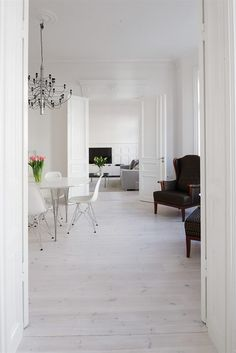 The floor seems quite intresting Interior Styling, Interior Decorating, Interior Design, Nordic Style, Beautiful Space, Sweet Home, Flooring, Living Room, Furniture