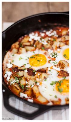 Waking up to this zesty Spanish Hash (Patatas Bravas +Eggs) is not so bad!