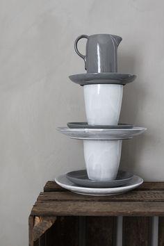 Kalklitir from CaisaK. Kitchen Inspiration, Interior Inspiration, V60 Coffee, Scandinavian Design, Utensils, A Table, Home Accessories, Shades, Ceramics