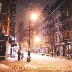 Lower East Side New York City by Vivienne Gucwa @travelinglens | newyork newyorkcity newyorkcityfeelings nyc brooklyn queens the bronx staten island manhattan @lingkingman @ellistuesday @BastienGchr @Parccy