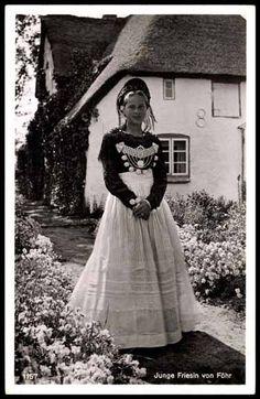 Ansichtskarte / Postkarte Junge Friesin von Föhr in Tracht #Foehr