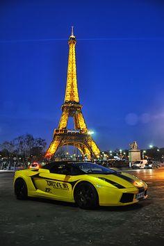 Lamborghini Aventador pace car parked near the Eiffel Tower, Paris France. Exotic Sports Cars, Cool Sports Cars, Sport Cars, Cool Cars, Alfa Cars, Sports Cars Lamborghini, Lamborghini Aventador, New Luxury Cars, Sports Car Wallpaper