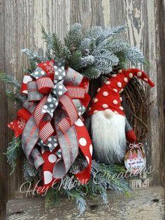 Christmas Flowers, Christmas Gnome, Christmas Makes, Country Christmas, Christmas Projects, Winter Christmas, All Things Christmas, Diy Wreath, Wreath Making
