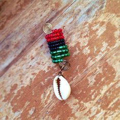 Items similar to Loc Jewelry Afro-American Seashell red green black on Etsy Diy Loc Jewelry, Hair Jewelry For Braids, Dread Jewelry, Dread Beads, Jewelry Crafts, Dreadlock Jewelry, Jewellery, Dreads, Hair Tinsel